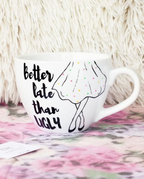 Kubek ręcznie malowany Better late than ugly - KikaHandmade